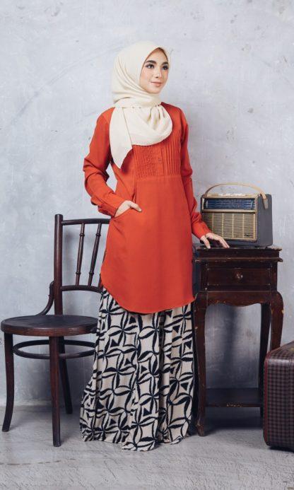 Nuha10 Blouse Muslimah Labuh Merah Bata 3