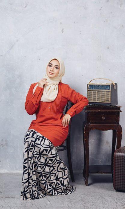 Nuha10 Blouse Muslimah Labuh Merah Bata 5